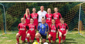 Жіноча футбольна команда