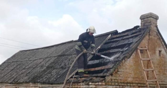 У селі Пірванче спалахнув будинок