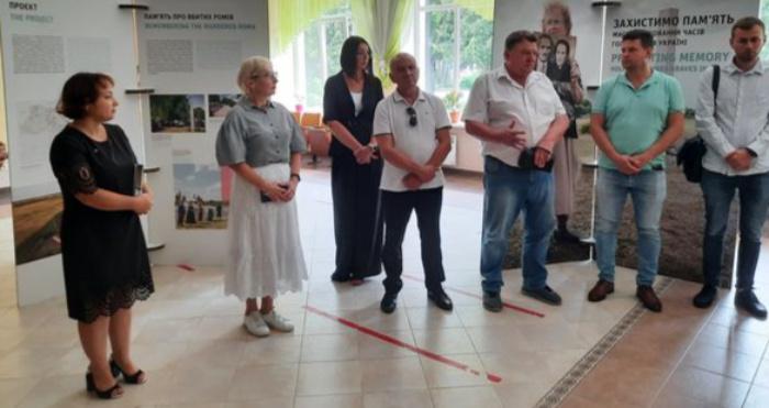 Презентація виставки «Захистимо пам'ять: захист і меморіалізація місць масових поховань часів Голокосту»