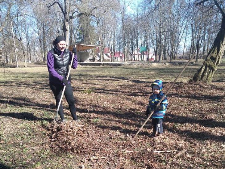 Берестечко: небайдужі жителі прибрали парк