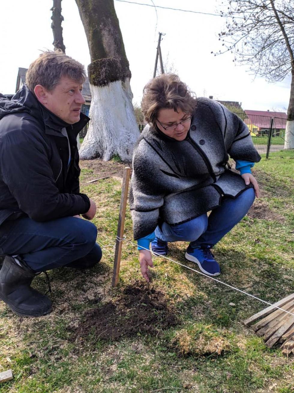Директор Лобачівської школи Сергій Карніц і голова Горохівської РДА Юлія Гринчук