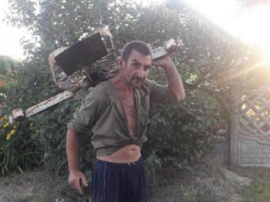 На Горохівщині група чоловіків хотіла вкрасти огорожу із кладовища