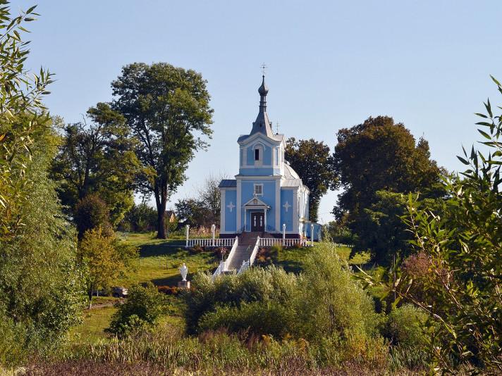 Церква у селі Охлопів