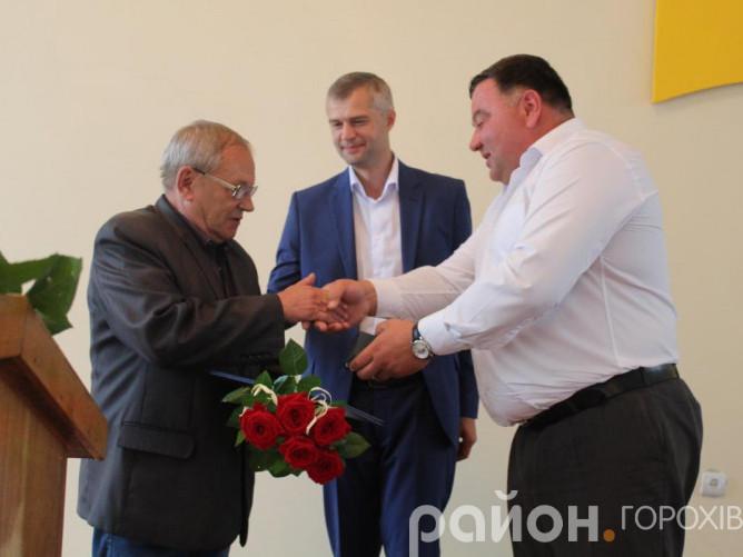 Олега Дідика привітали голова райради Тарас Щерблюк та обраний Народний депутат України Вячеслав Рубльов