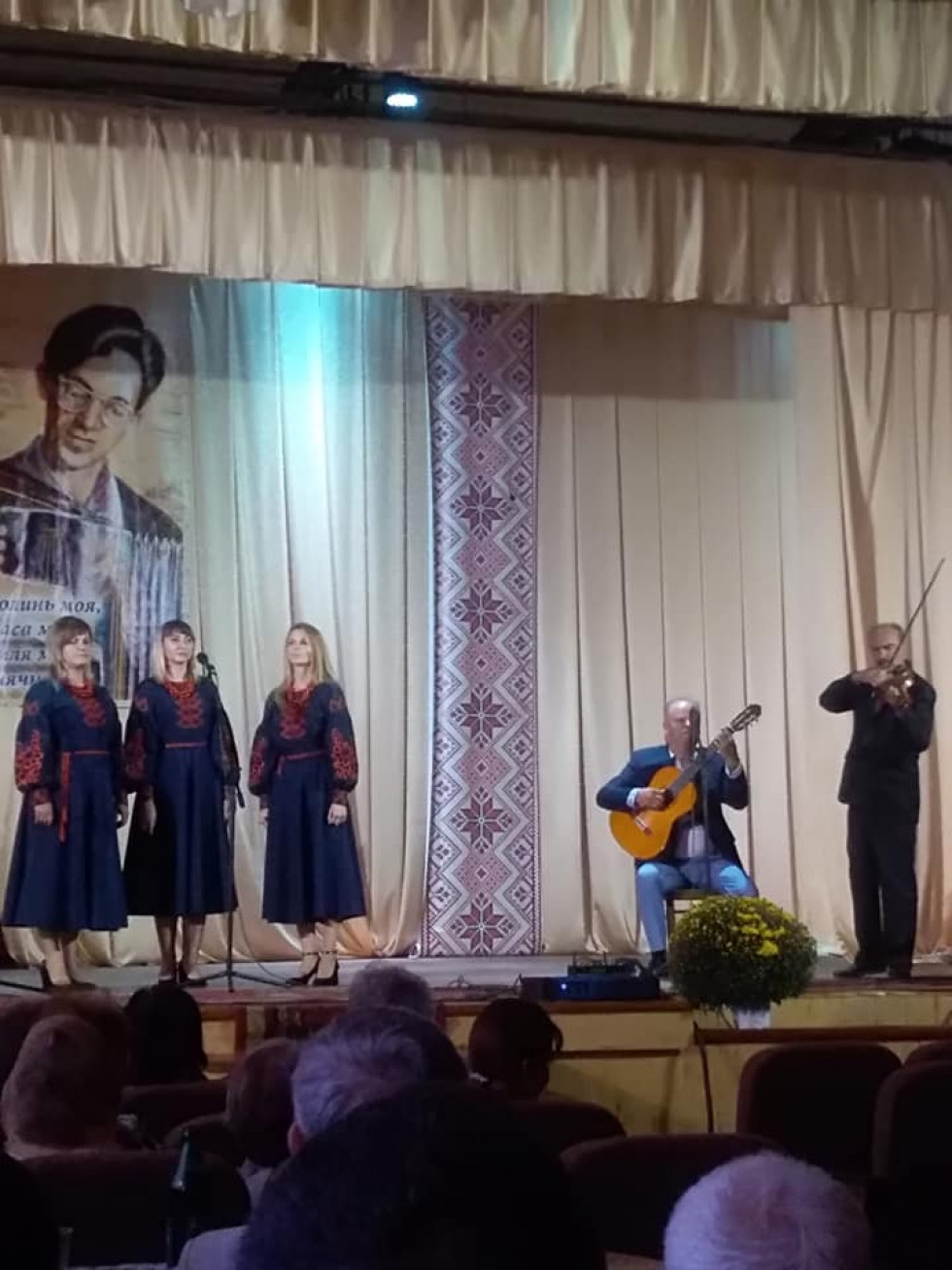 Вокальне жіноче тріо «Намистечко» Горохівської музичної школи. Фото Оксани Цехош