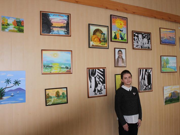 Олександра Лищишин зі своїми роботами