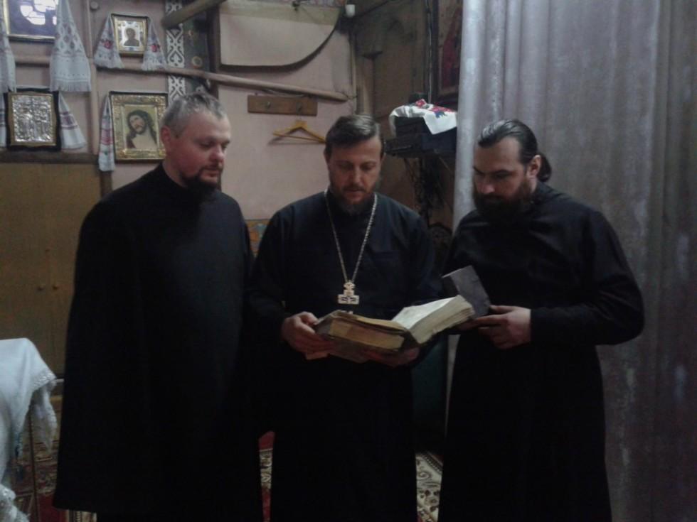 На фото (зліва - направо) настоятель храму священик Роман Світлик, ректор ВДС протоієрей Рустік Капауз, протоієрей Олександр Федчук