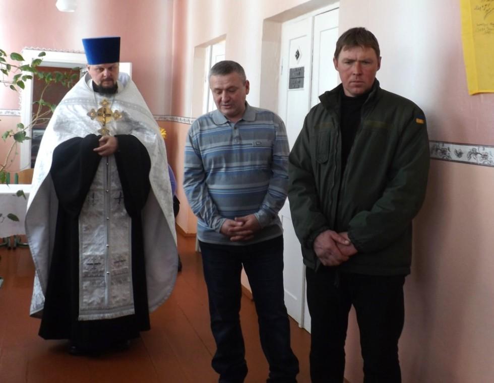 (зліва - направо) священик Роман Світлик, Олег Дмитрук, Володимир Одолінський