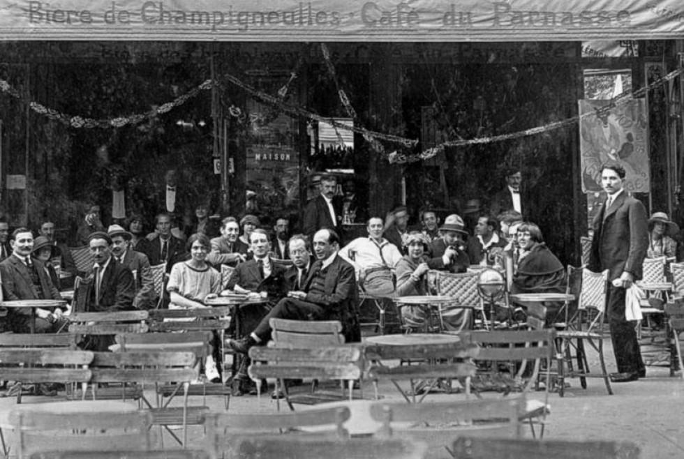 Тераса кафе «Парнас» в Парижі. Крайній справа Вацлав Завадовський