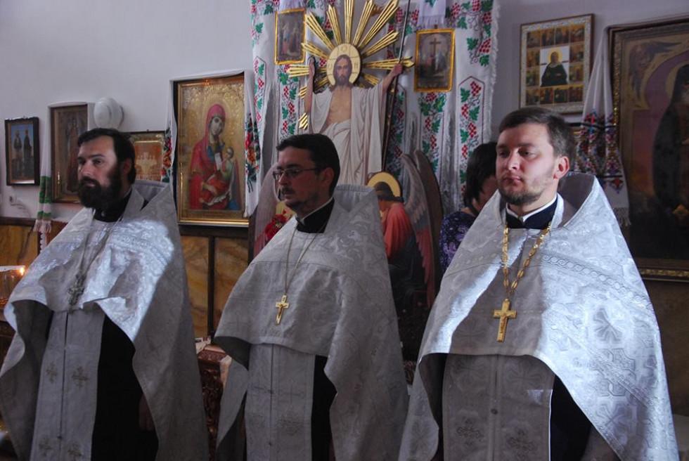 Перший справа - священик Андрій Гаврилюк