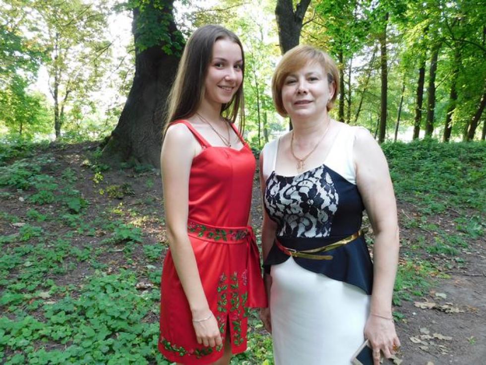 Берестечківський міський голова Валентина Залевська (праворуч) з ведучою Іриною Котик