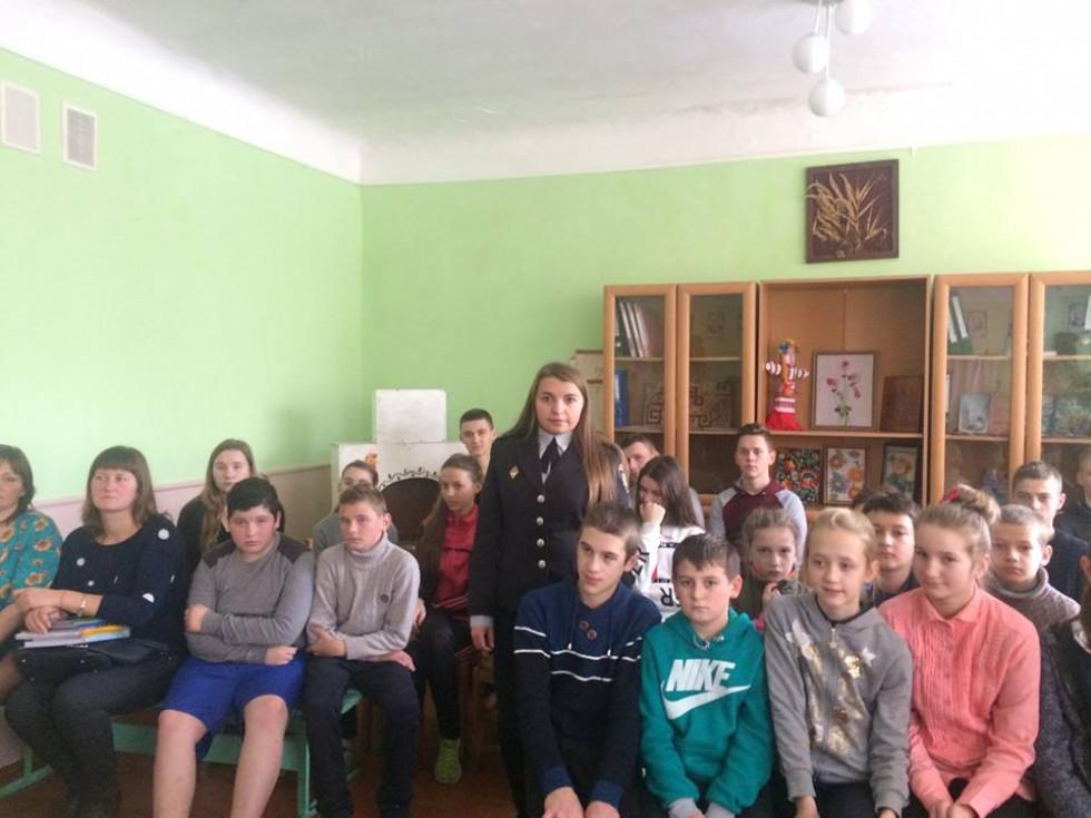 Полыцейські відвідали школу у смт. Сенкевичівка