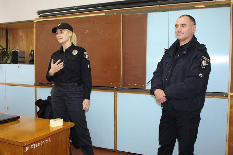 Патрульні відвідали ПТУ 27 у Берестечку