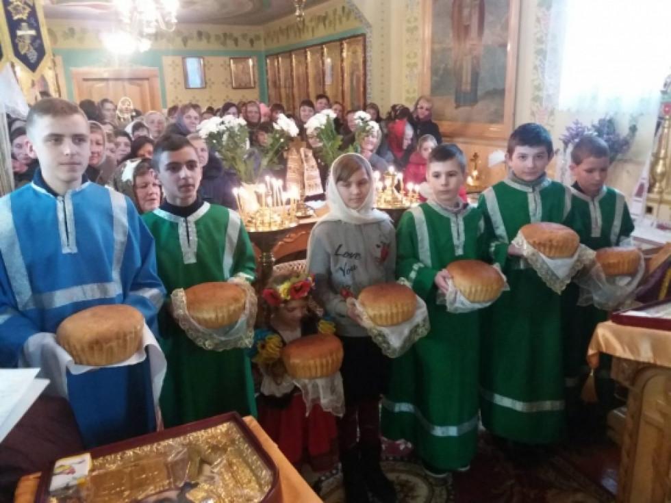 Учні недільної школи у віршованій формі та зі співом пісень привітали духовенство, парафіян