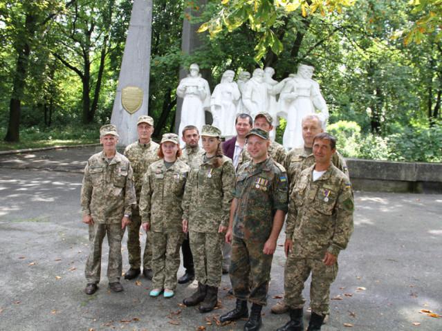 Група горохівців — учасників неоголошеної війни. Фото надані автором