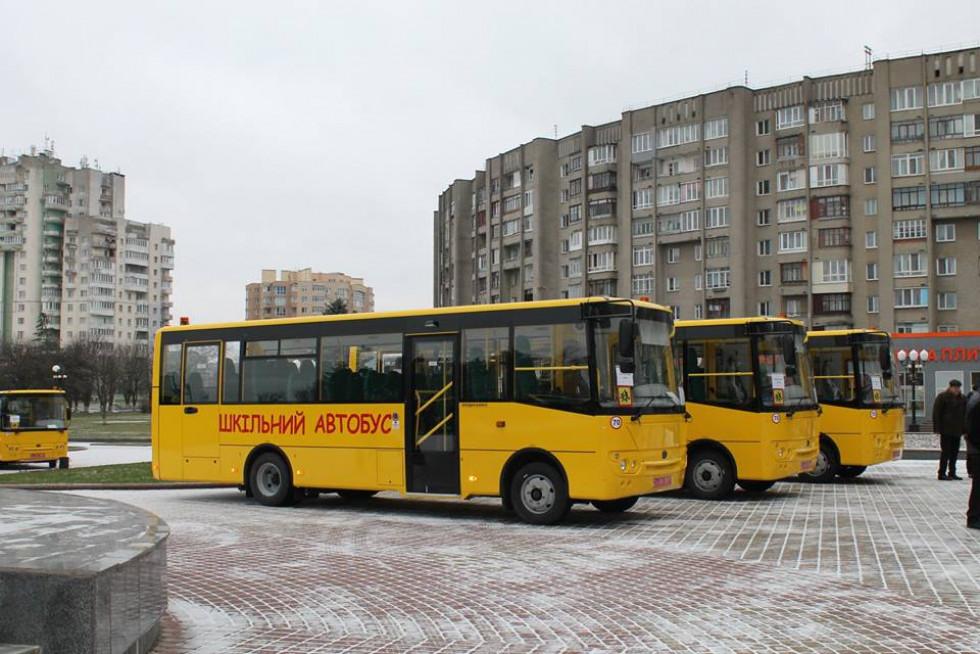 Новенькі автобуси сьогодні прибудуть до шкіл