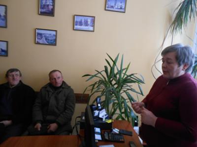 Головний бухгалтер Людмила Кисилюк розповідає присутнім про підприємство