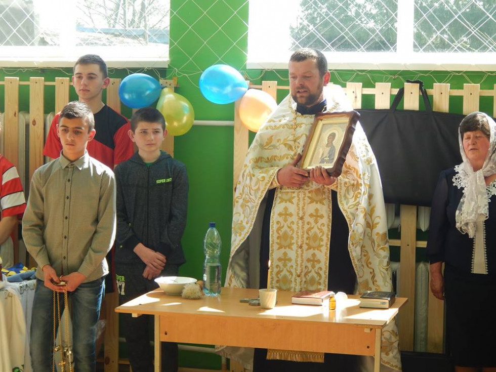 Для школи подарували ікону Ангела Охоронця