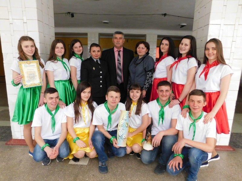 Команда-переможниця із села Печихвости з Валерієм Юрчуком, Сніжаною Лапків та Марією Гаврисюк