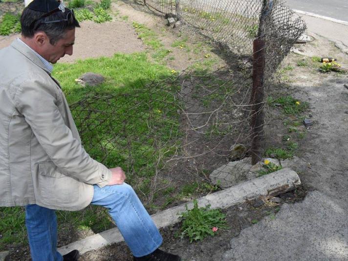 Одна із вулиць міста вимощена єврейськими надгробками