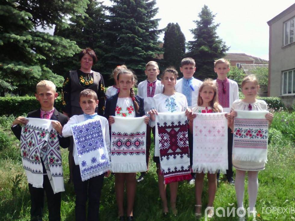 Учні 5 класу разом із класним керівником Наталією Новосад