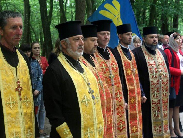 Священнослужителі відправили поминальнупанахиду за загиблими козаками, вояками УПА, тими, хто загинув на Майдані і досі гине за волю і незалежність України