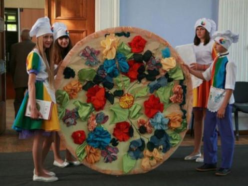 Школярі в села Колодеже Горохівського району перемогли на всеукраїнському конкурсі, зробивши клумбу у вигляді піци