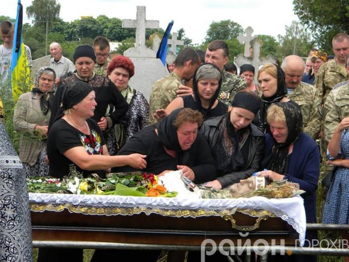 У селі Піски поховали загиблого на Сході військовика Миколу Вільчинського