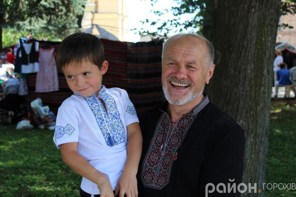Народний артист України Петро Панчук із сином Серафимом