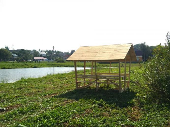 Біля ставка в Горохові поставили альтанки