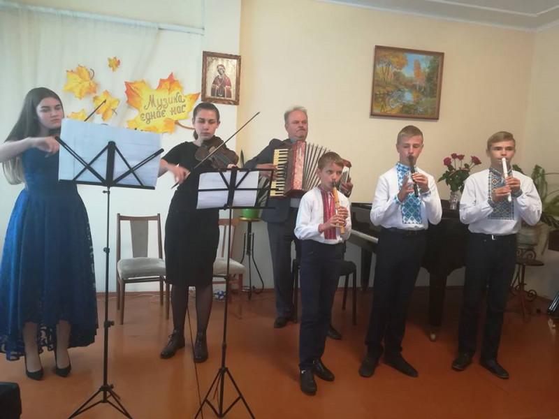 Горохівських педагогів музичних шкіл привітали з професійним святом