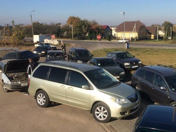 Горохівчани заблокували всі заправки у своєму районі