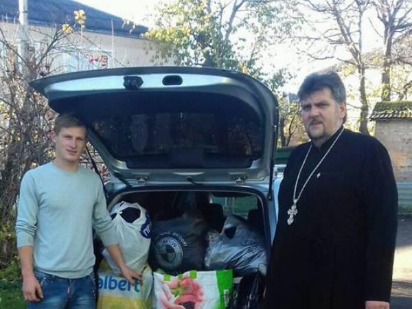 На Волині парафіяни допомогли родині, у якої згоріла хата