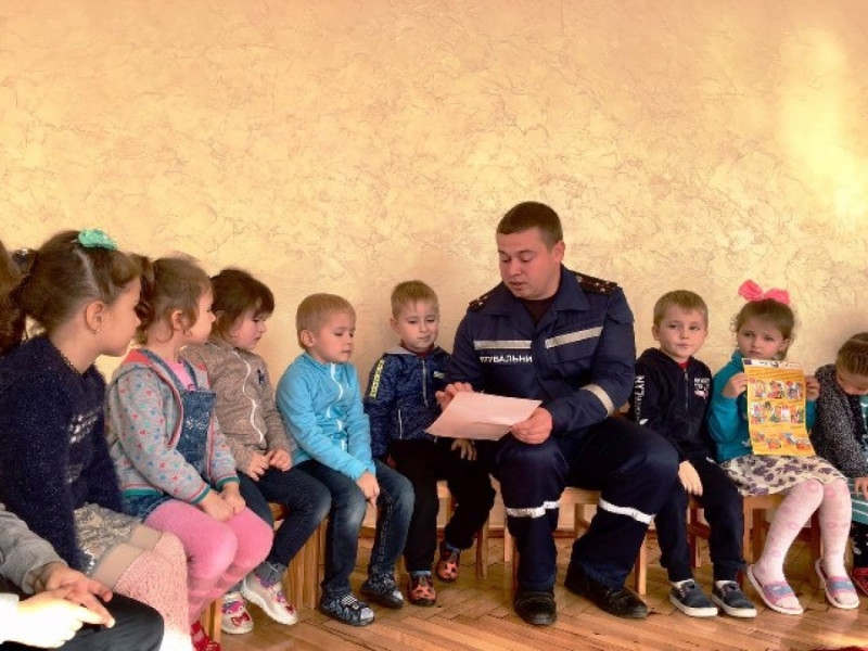 Рятувальники розповіли горохівським дошкільнятам про пожежну безпеку