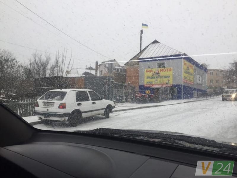 У Горохові авто злетіло з дороги