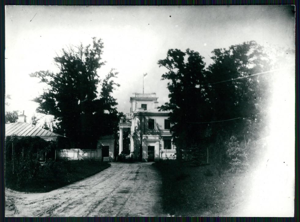 Палац в Перемилі на початку ХХ століття. Зображення з Національної бібліотеки Польщі