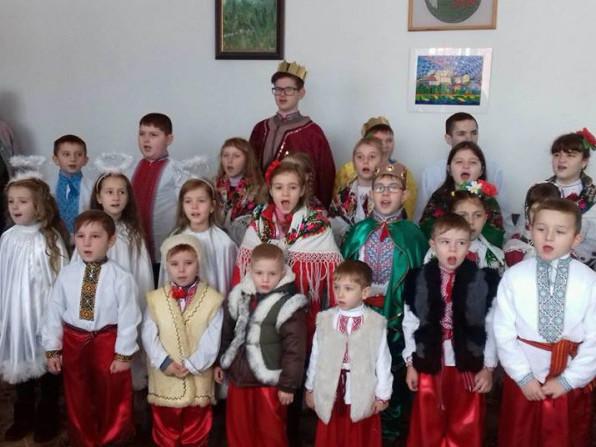 Діти завітали з колядою до посадовців Горохівщини