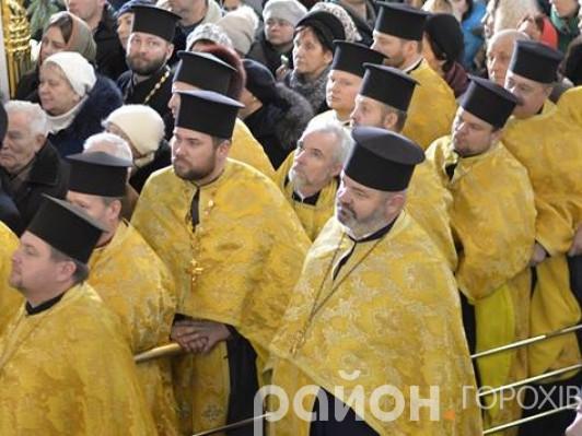 Отець Павло Кліцук - у центрі без камилавки