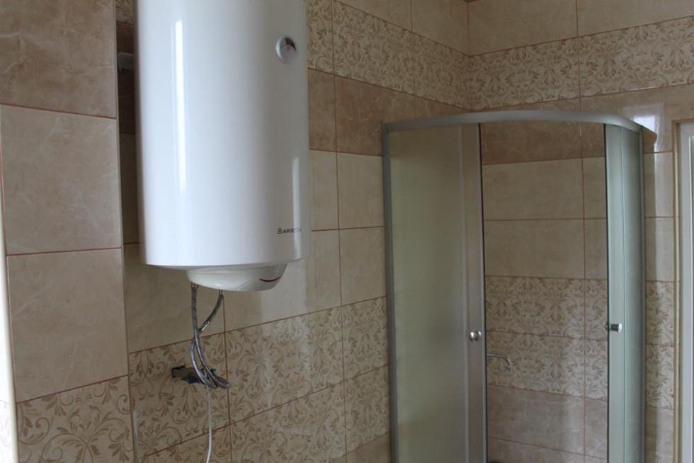 Нова душова кабінка