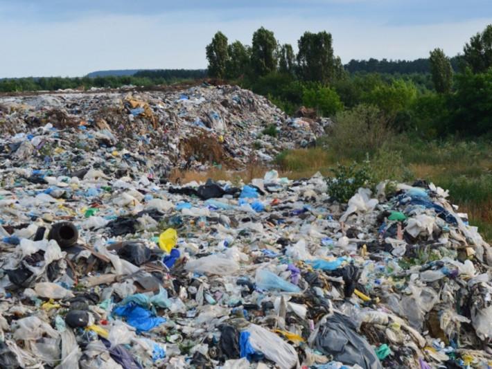 Горохівський район далі потопатиме у смітті: гроші на проект полігону ТПВ відкликали