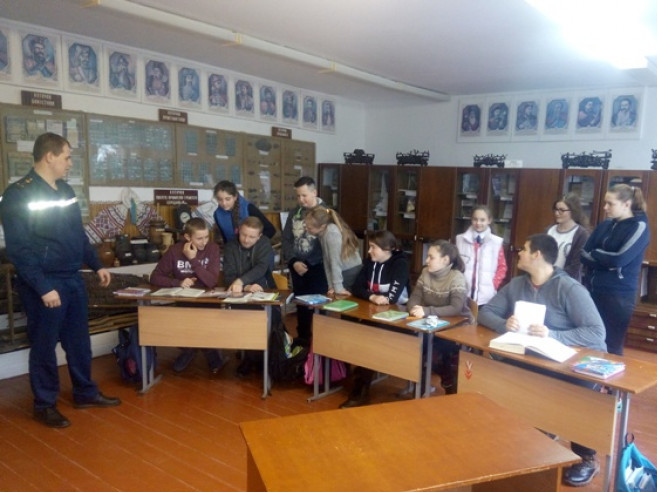 У Новосілках школярам розповіли, що робити з підозрілими предметами
