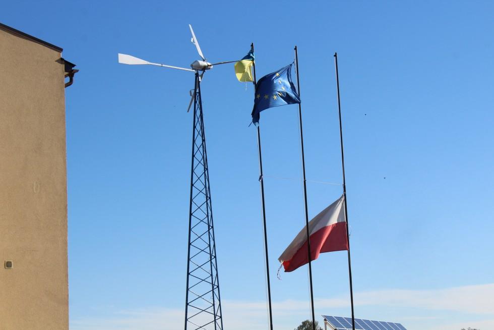 Вітряки біля михлинського клубу