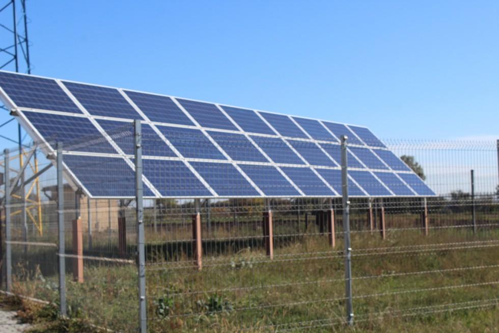 сонячні батареї біля михлинського клубу