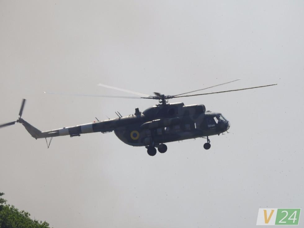 Володимир Гройсман дороги бачить з висоти, бо весь день переміщався поміж трьома областями гелікоптером