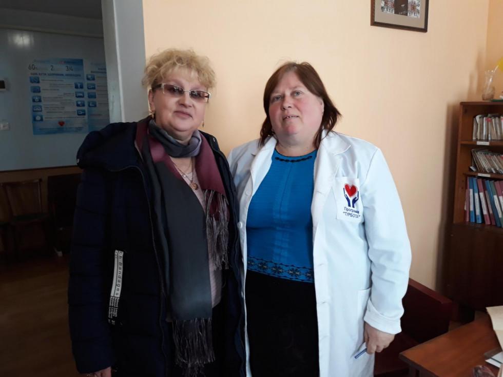 Тетяна Панасюк та завідувач амбулаторії Людмила Корнійчук