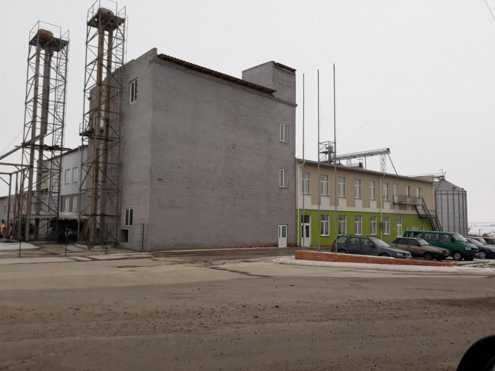 Колись на місці потужних елеваторів групи компаній ТМ «Вілія» стояв напівзруйнований завод