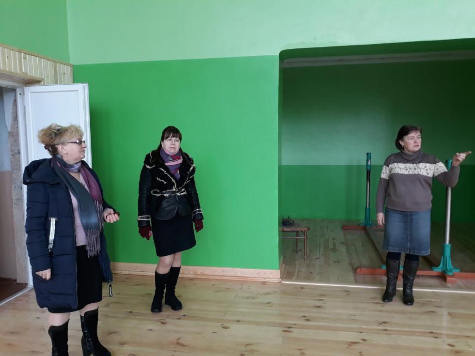 Тетяна Панасюк, бухгалтер сільради Тетяна Мурахевич та директор школи Людмила Біланчук