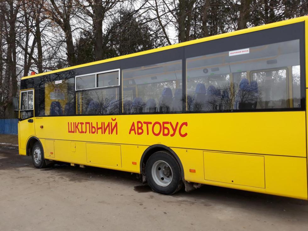 Завдяки шкільному автобусу є можливість довозити учнів із сусідніх сіл