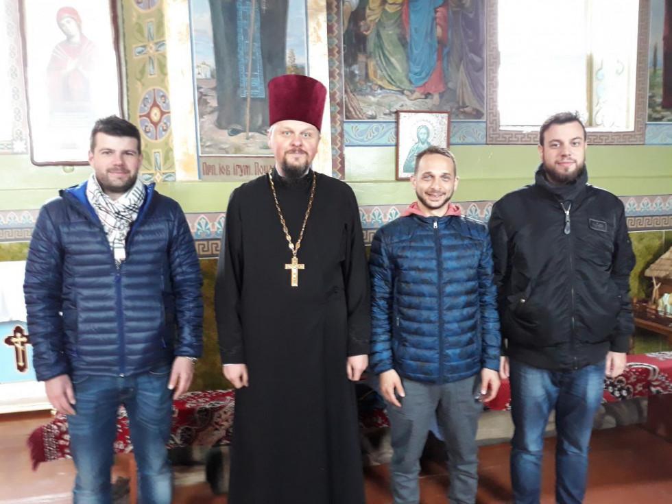 У храмі гостей радо зустрів настоятель священик Роман Світлик