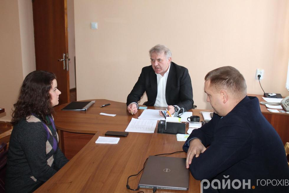 Справа - радник голови облдержадміністрації Олександр Закузенний